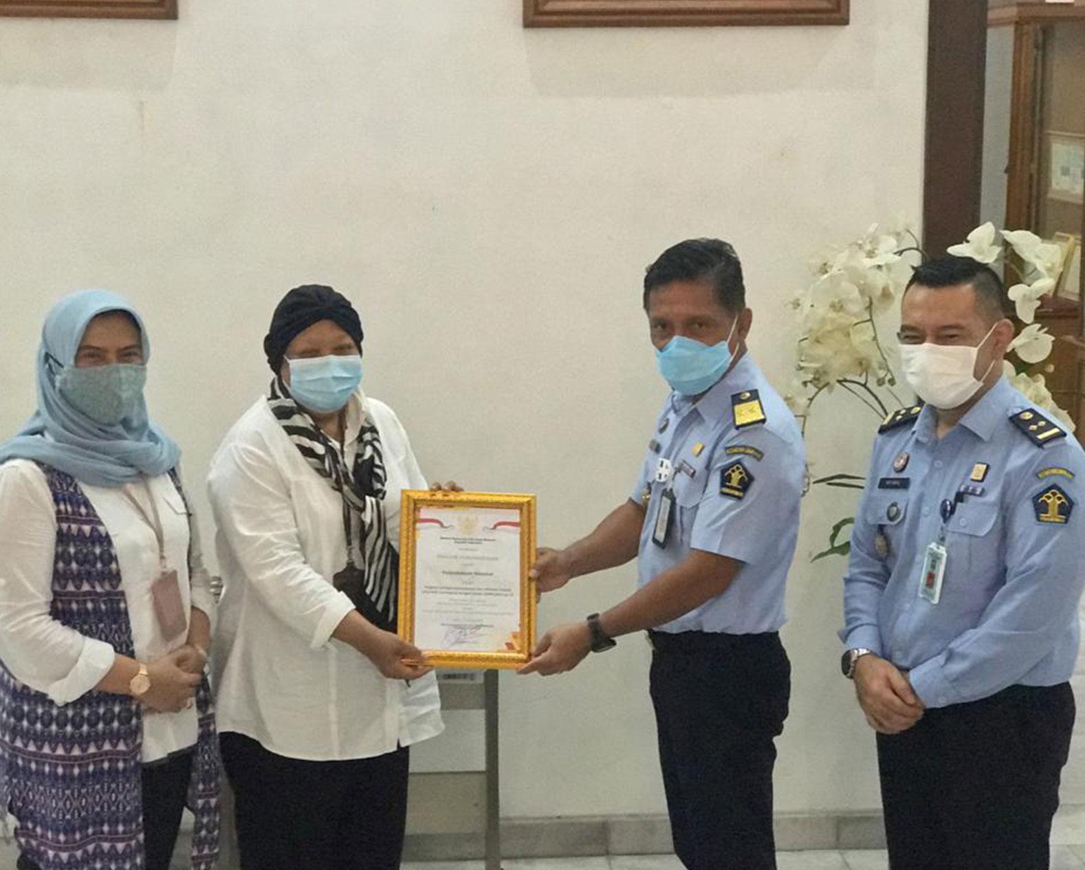 Perpusnas Menerima Piagam Penghargaan dari Pusat Dokumentasi dan Jaringan Informasi Hukum Nasional BPHN